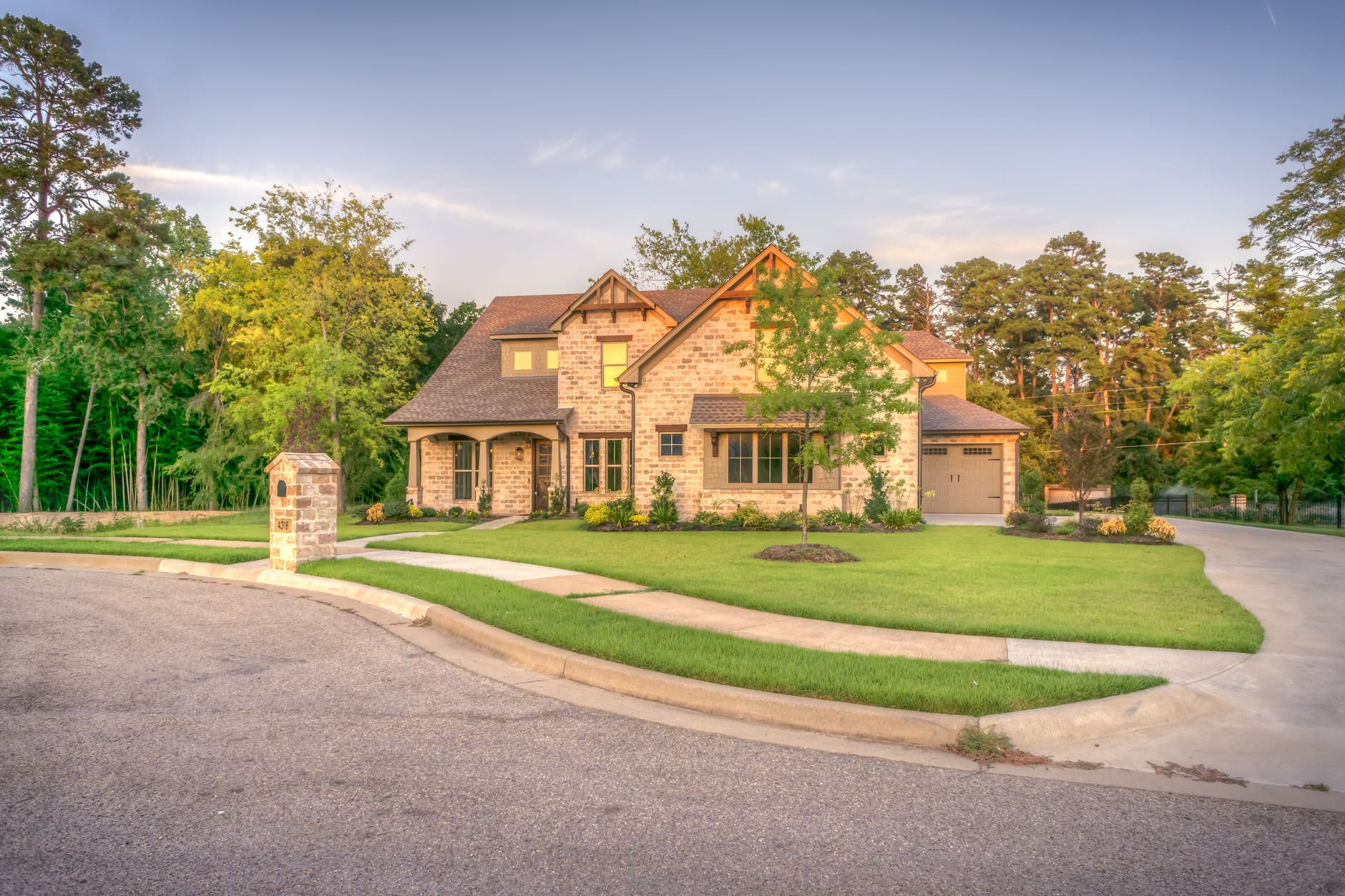 Practical Design Trends & Ideas for Your Driveway | Infographic